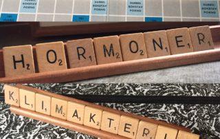 Ett alfapet med ordet bioidentiska hormoner