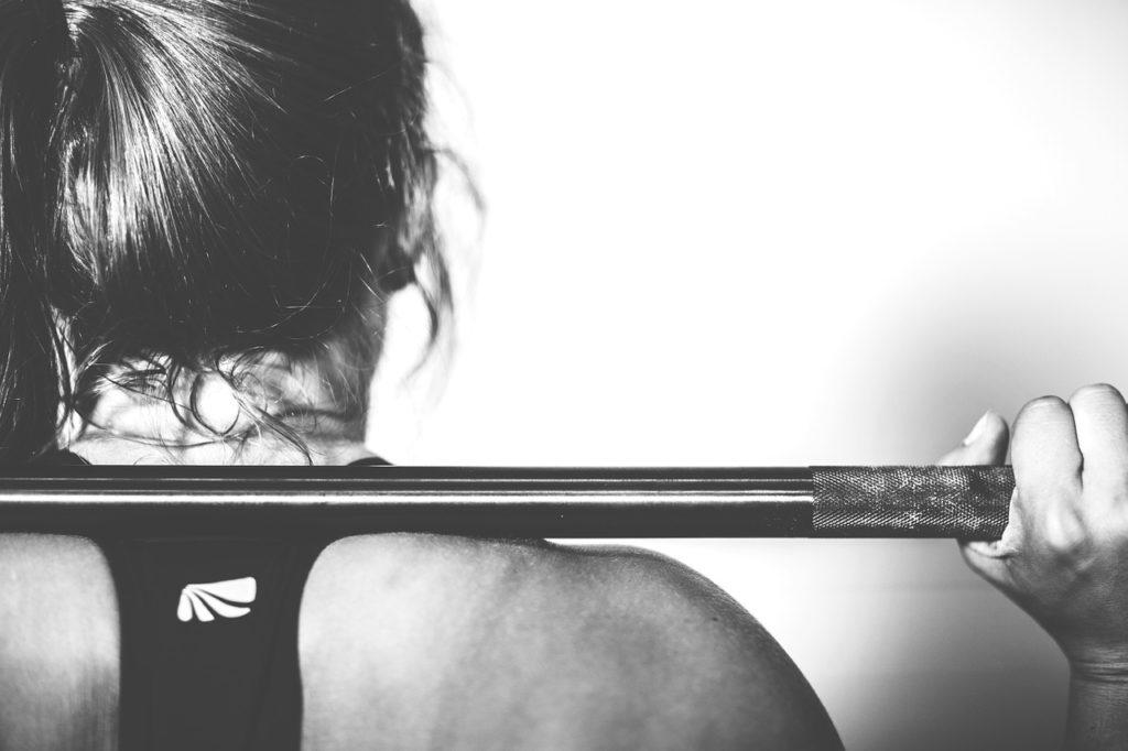 Kvinna i klimakteriet styrketräning