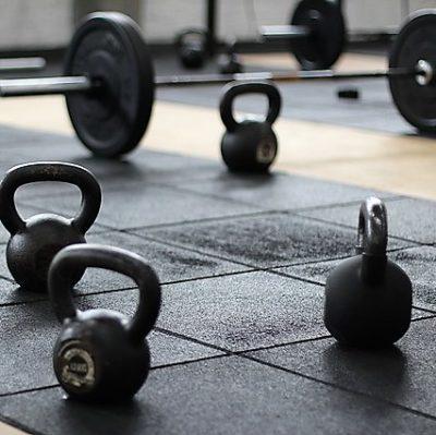 styrketräning vikter kettlebells