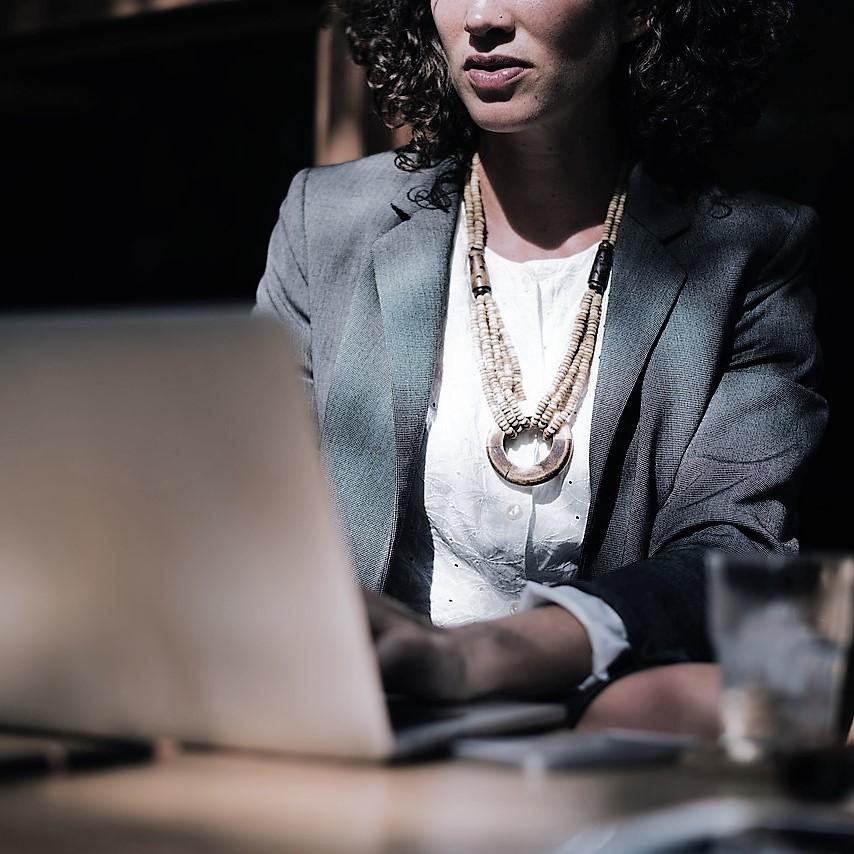 rörelse kvinna dator